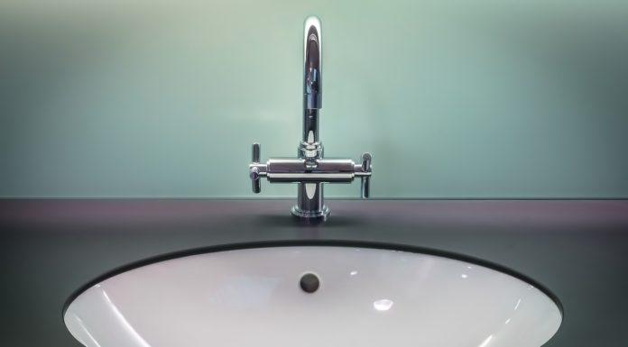 Så skaffar du dig ett trendigt badrum